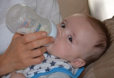 Tips for feeding with artificial milk